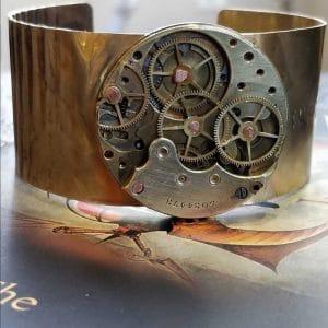 bracelet with gears